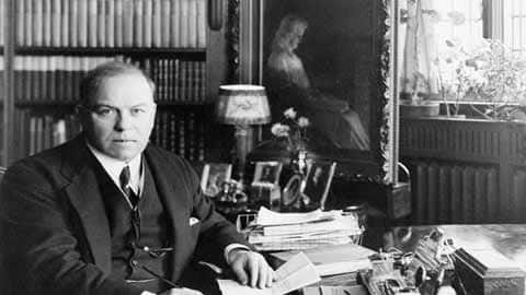 Mackenzie King: Public Life, Private Man