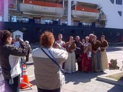 ship singers.jpg