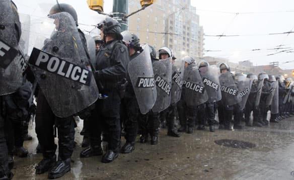 g20-police-line.jpg