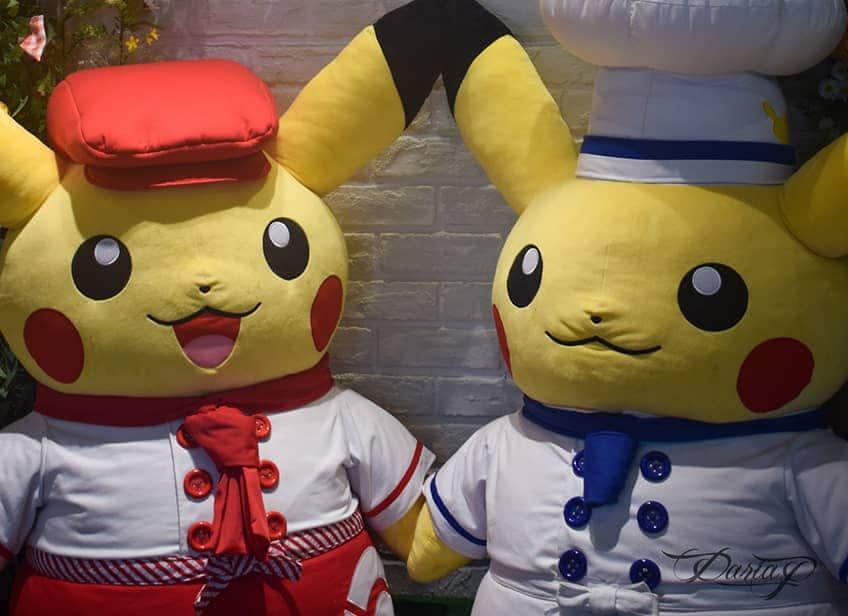 Two giant Pokémon chefs greet you at the Pokémon restaurant