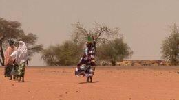 Femmes_de_dos_-_desert_-_vent-_Senegal.jpg