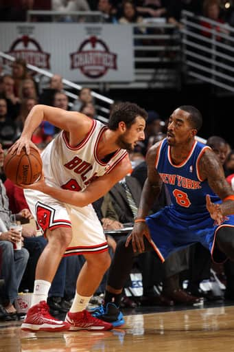 CHICAGO, IL - DECEMBER 8: Marco Belinelli #8 of the Chicago Bulls is guarded by J.R. Smith #8 of the New York Knicks on December 8, 2012 at the United Center in Chicago, Illinois. (Photo by Gary Dineen/NBAE via Getty Images)