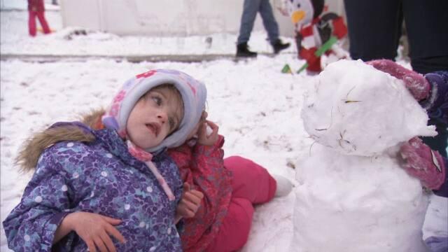 The Hogan Twins Build a Snowman
