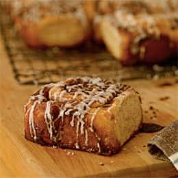 better-cinnamon-roll-recipe-photo-260-FF0209P099.jpg