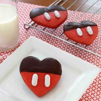 mickeys-chocolate-dipped-valentine-recipe-photo-420x420-clittlefield-B.jpg