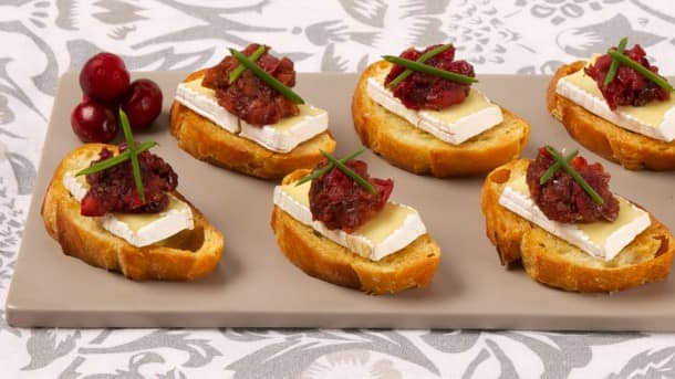 Camembert canap s with cranberry pear chutney for Canape ideas