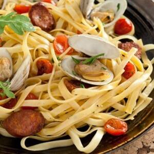Recipe: Fettuccine with Clams and Tomatoes