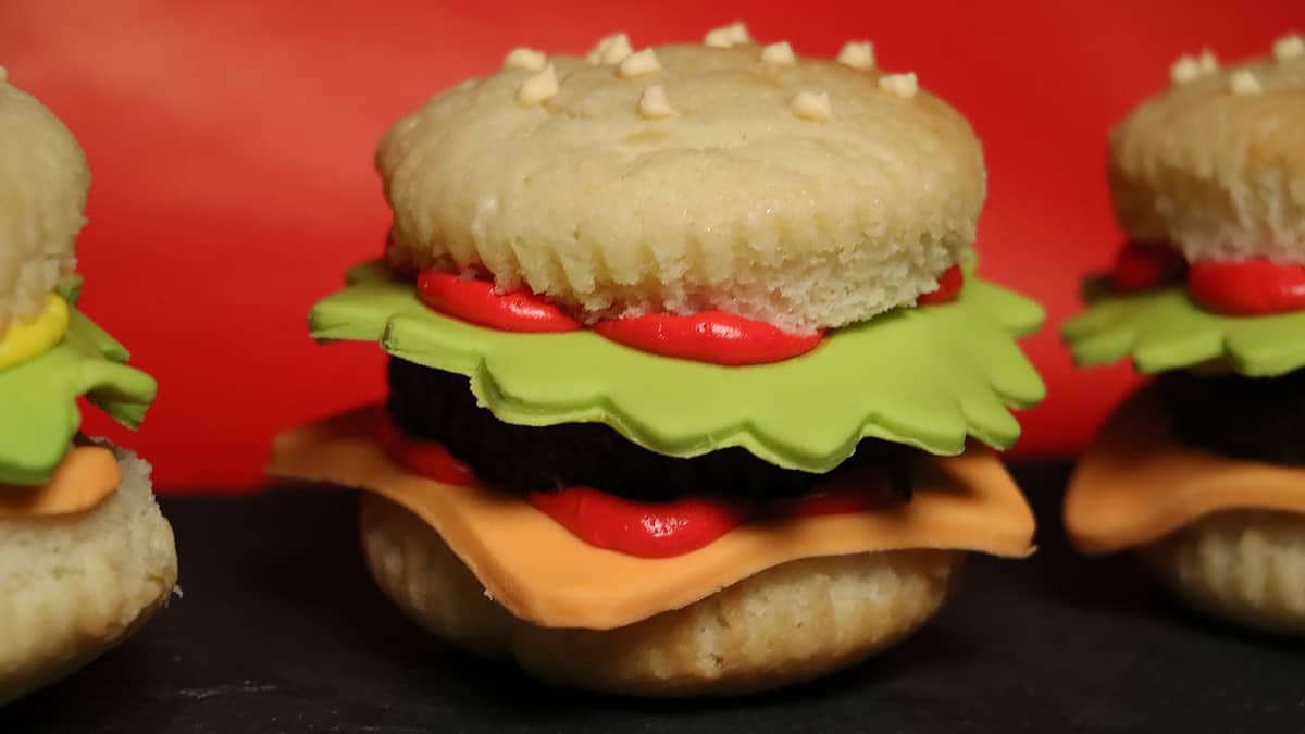 "Recipe: ""Hamburger"" Mini-Cupcakes"