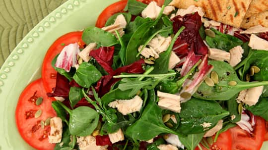 Mixed Greens with Tuna and Pumpkin Seeds