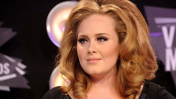 Acclaimed British singer Adele posted a photo via Twitter showing her hand resting on a packet of theme music for the upcoming James Bond film, Skyfall.