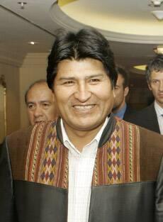 *Evo Morales ofrece una casa a cada pareja que se case en Bolivia. Morales-evo_cp_9995694