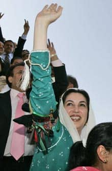 Benazir Bhutto waves upon her return to Pakistan from exile in 2007. Her assassination shortly thereafter could have been prevented, and was improperly investigated, a UN panel says.
