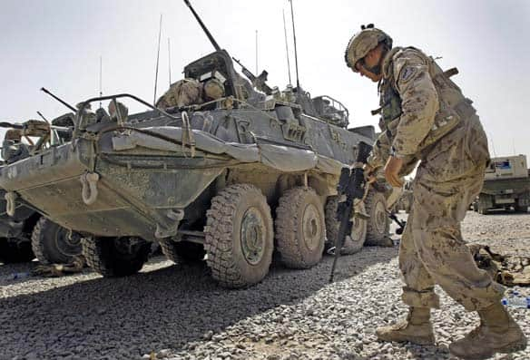 canadians in afghanistan war. Canadian soldiers get ready to