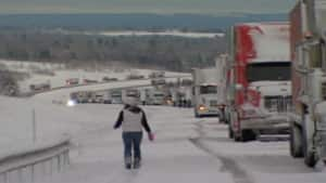http://www.cbc.ca/gfx/images/news/photos/2008/11/20/ns-cobequid-lineup.jpg