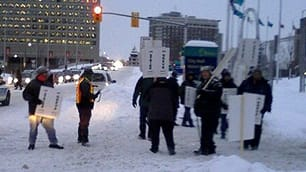 Ottawa transit pickets (courtesy CBC)
