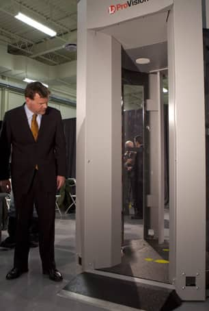 Transport Minister John Baird inspects a full-body scanner at an Ottawa press conference in January 2010. (Pawel Dwulit/Canadian Press)