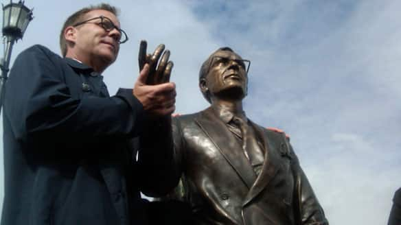 'I've waited a long time to hold my grandpa's hand again,' Kiefer Sutherland said after unveiling a statue of Tommy Douglas.