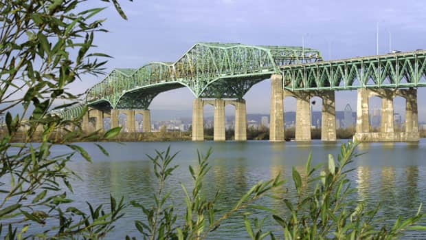 The Champlain Bridge is Canada's busiest bridge.