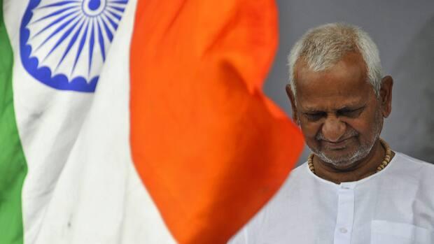 """Anna Hazare- """"II' Gandhi of India"""""""