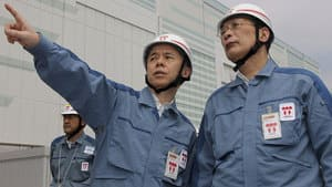 Tokyo Electric Power Co. (TEPCO) President Naomi Hirose, left, and Chairman Kazuhiko Shimokobe inspect the Fukushima Dai-ni nuclear power plant, in northeastern Japan, July 4.
