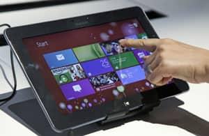 Sebuah komputer tablet Samsung menjalankan Windows 8 adalah salah satu perangkat yang ditunjukkan pada peluncuran Microsoft Windows 8 di New York.