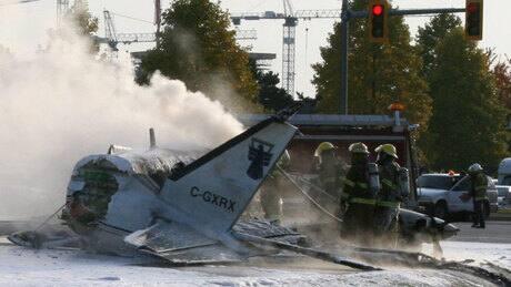 Passengers injured in fatal plane crash sue airline