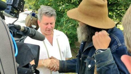 Manure dump at homeless camp embarrasses B.C. mayor