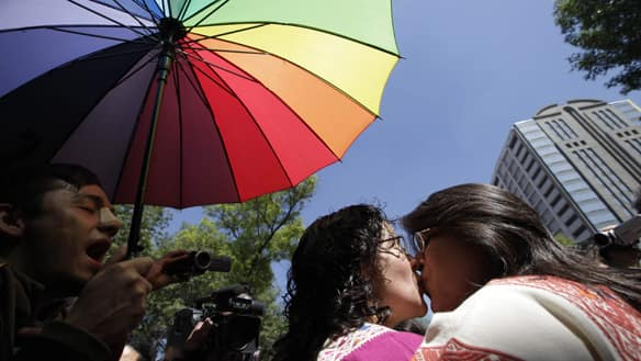Same-sex marriages now OK in Mexico City - World - CBC News: www.cbc.ca/news/world/story/2010/03/04/mexico-gay-marriage.html