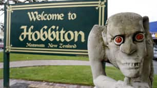 'The Hobbit' will stay in New Zealand, prime minister says