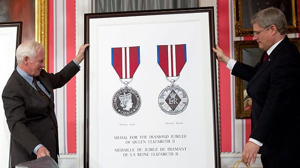 Governor General David Johnston, left, and Prime Minister Stephen Harper unveil the Diamond Jubilee medal design at Rideau Hall, Thursday.