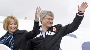 PM returns to Ottawa after majority win