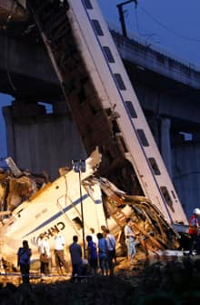 si-china-train-crash-220-reutersrtr2p7l8.jpg