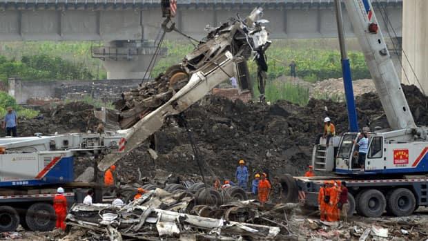 'Grandpa Wen' visits crash site as criticism grows