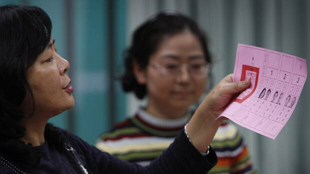 Ma Takes Lead in Taiwan Election That Will Set China Ties