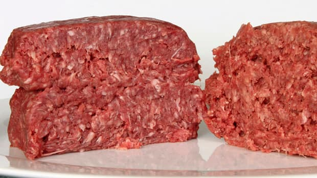 The Canadian Food Inspection Agency says possibly tainted ground beef was sold at Metro and Costco outlets in Quebec.