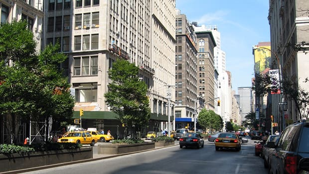 Park Avenue in Manhattan: curbside parking and a raised, tree-lined median with midblock pedestrian crossing (Image Credit: CBC)