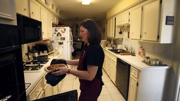 9 Kitchen Safety Tips For Parents Ottawa Cbc News