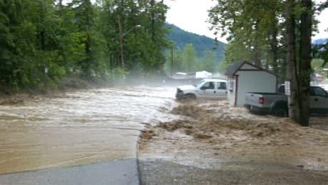 B.C. town under flash flood threat braces for the worst