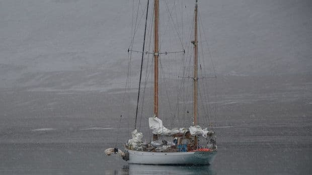 Three sailors travelled across a newly melted route through Canada's high Arctic to draw attention to global warming. (photo courtesy belzebub2.com)