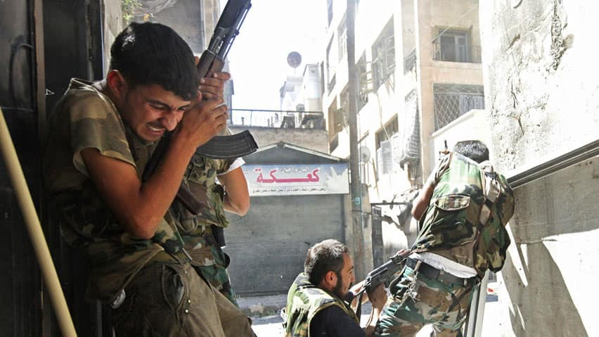 Members of the Free Syrian Army clash with Syrian army soldiers in Aleppo's Saif al-Dawla district, August 22, 2012. Rebels have also clashed with regime forces around the capital Damascus.