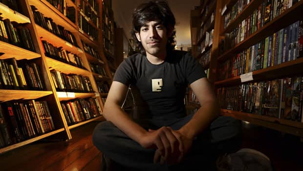 Aaron Swartz poses in a Borderland Books in San Francisco on Feb. 4, 2008.