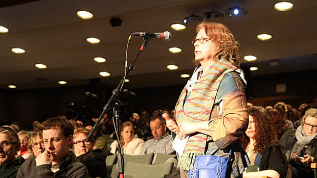 Elizabeth Cardno is a former health care researcher who is now searching for a doctor and navigating the system. Cardno was one of several speakers at a Canadian Medical Association town hall forum on Wednesday. (Samantha Craggs/CBC)