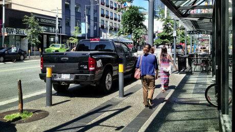 Pro-patio politician aims to quell Granville's sidewalk chaos