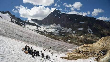 Orchestra holds protest concert on B.C. glacier