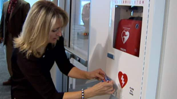 Don't fear defibrillators, says mother who lost son  (Canada)