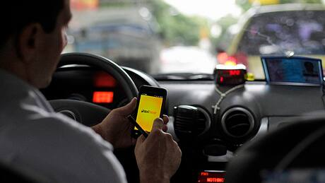 Cellphones blamed as fatal collisions by 'distracted drivers' up 17%