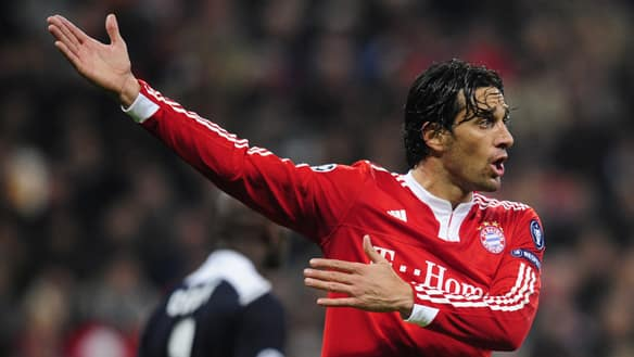 Bayern Munich's Italian striker Luca Toni has asked for a transfer to AS Roma, in hopes of securing a spot on Italy's 2010 World Cup roster.