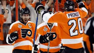 Flyers Hold Off Blackhawks In Game 4
