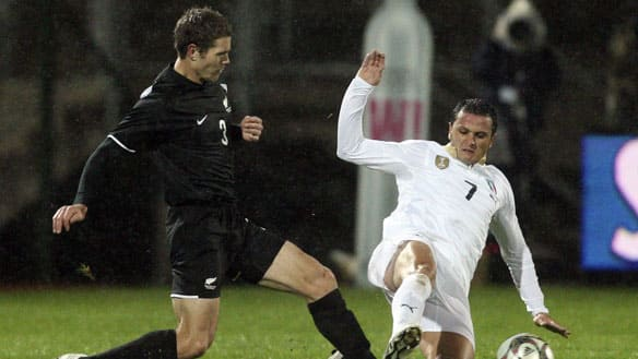 New Zealand's Tony Lochhead, left, and Simone Pepe of Italy battled in a friendly in 2009 in Pretoria, South Africa.
