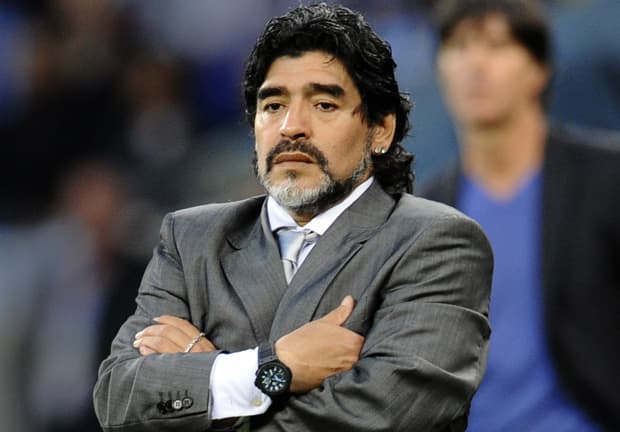 Maradona urged to stay on the job